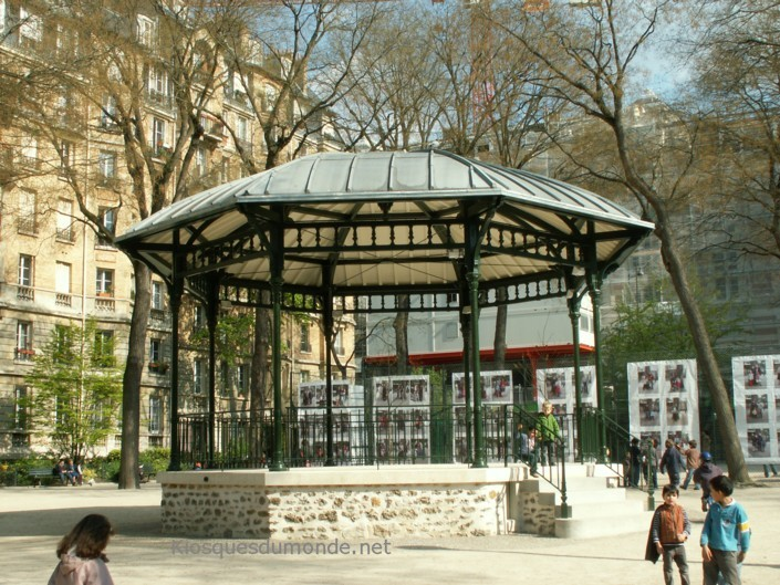 Paris (Carpeaux) kiosque