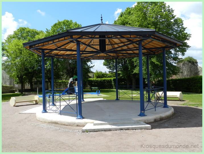 Saint-Pierre-le-Moûtier kiosque 01