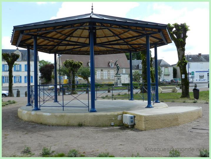 Saint-Pierre-le-Moûtier kiosque 05