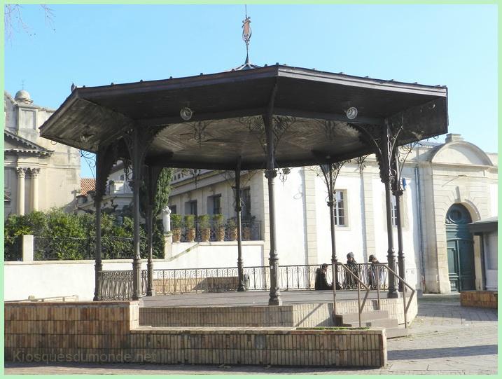 Arles kiosque 09
