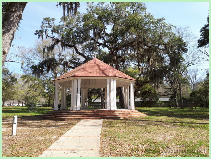 Saint Francisville kiosque 02