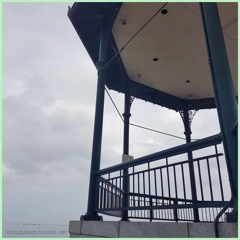 Revere Beach kiosque 02